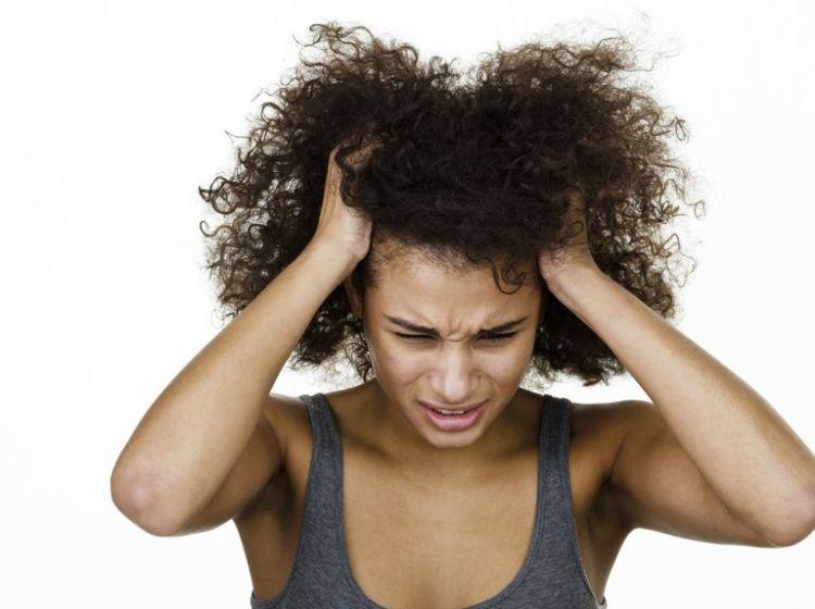 woman-itchy-scalp-1500-56a0a8463df78cafdaa3ab37